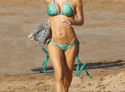 Fergie Bikini MILF