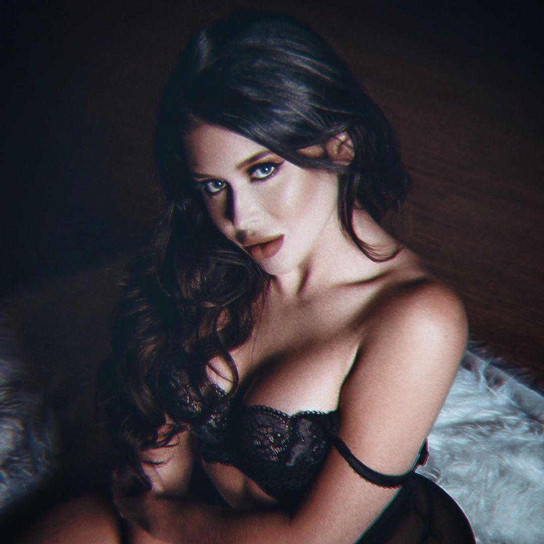 Renee Olstead Naked OnlyFans